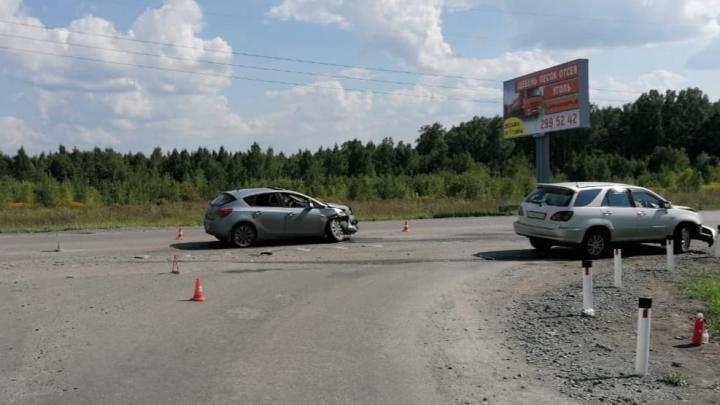 В Советском районе столкнулись Opel и Toyota — в ДТП пострадала 12-летняя девочка