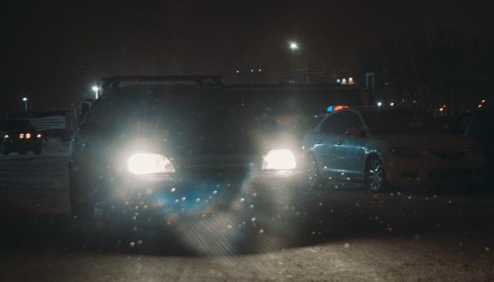 «Свист резины, удар, крики». Под Тюменью пассажир УАЗа случайно придавил двух человек