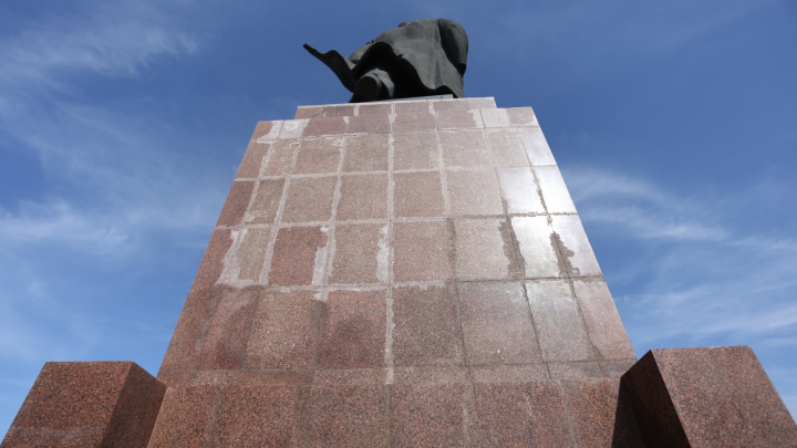 Обвиняемая в халатности при ремонте памятника Ленину в Челябинске избежит реального наказания