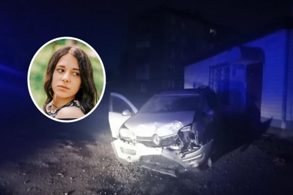 Погибшей было 18 лет.Сначала машину подсудимого занесло на обочину, где шла девушка, а после иномарка врезалась в стену магазина