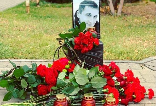 «Нет — безнаказанности и звериной жестокости»: волгоградцы помянули Романа Гребенюка у места его убийства