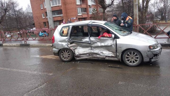 Жёсткое ДТП в Ярославле: пострадали четыре человека, двое из них в больнице