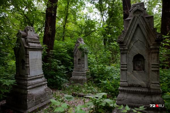 Текутьевское кладбище таит в себе много интересного, но все это надежно скрыто от тюменцев