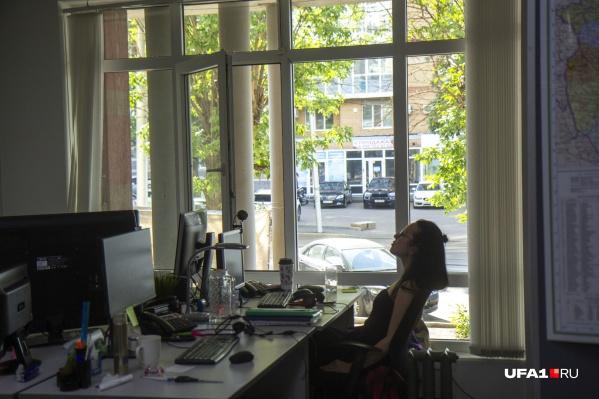 Жара в офисе переносится тяжело