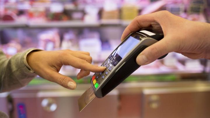 В магазин — как в банк: северяне могут снять наличные, оплатить ЖКХ и взять кредит прямо на кассе