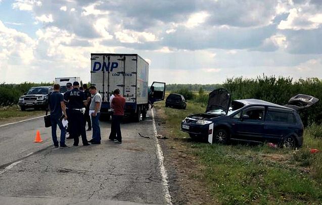Грузовик вылетел на встречку и смял «Мазду»: погибли трое взрослых и 6-летний ребенок