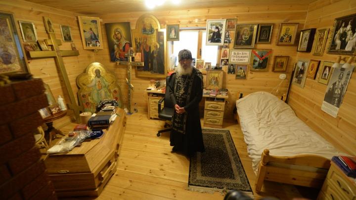 «Отпевать меня нельзя, я нахожусь в тюрьме». Отец Сергий подарил свой гроб митрополиту Кириллу