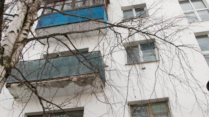В Северодвинске из окна выпала пятилетняя девочка
