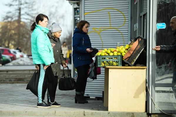 Свердловчане заражают друг друга, контактируя в быту, на улице