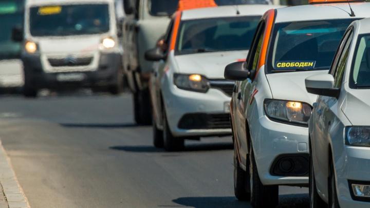 Самарские чиновники хотят привлечь таксистов к доставке лекарств ковид-пациентам