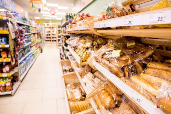 Хлеб запросто испортится, если покупатель положит рядом другой продукт