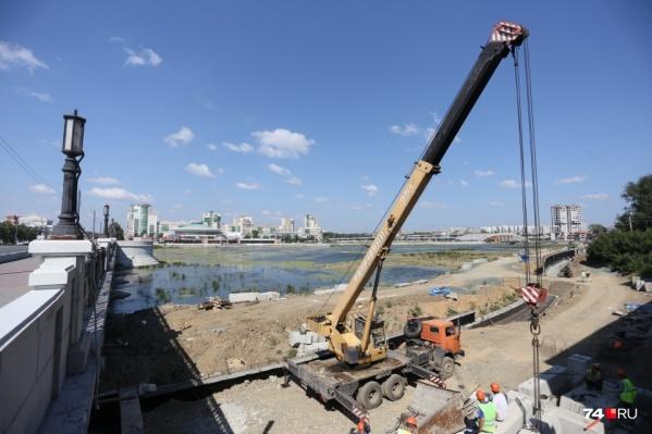 Работы за филармонией начались в январе, но там ещё даже не установили опорную стену набережной