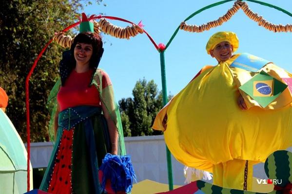 Уже 12 лет жители Камышина устраивают карнавал в центре города
