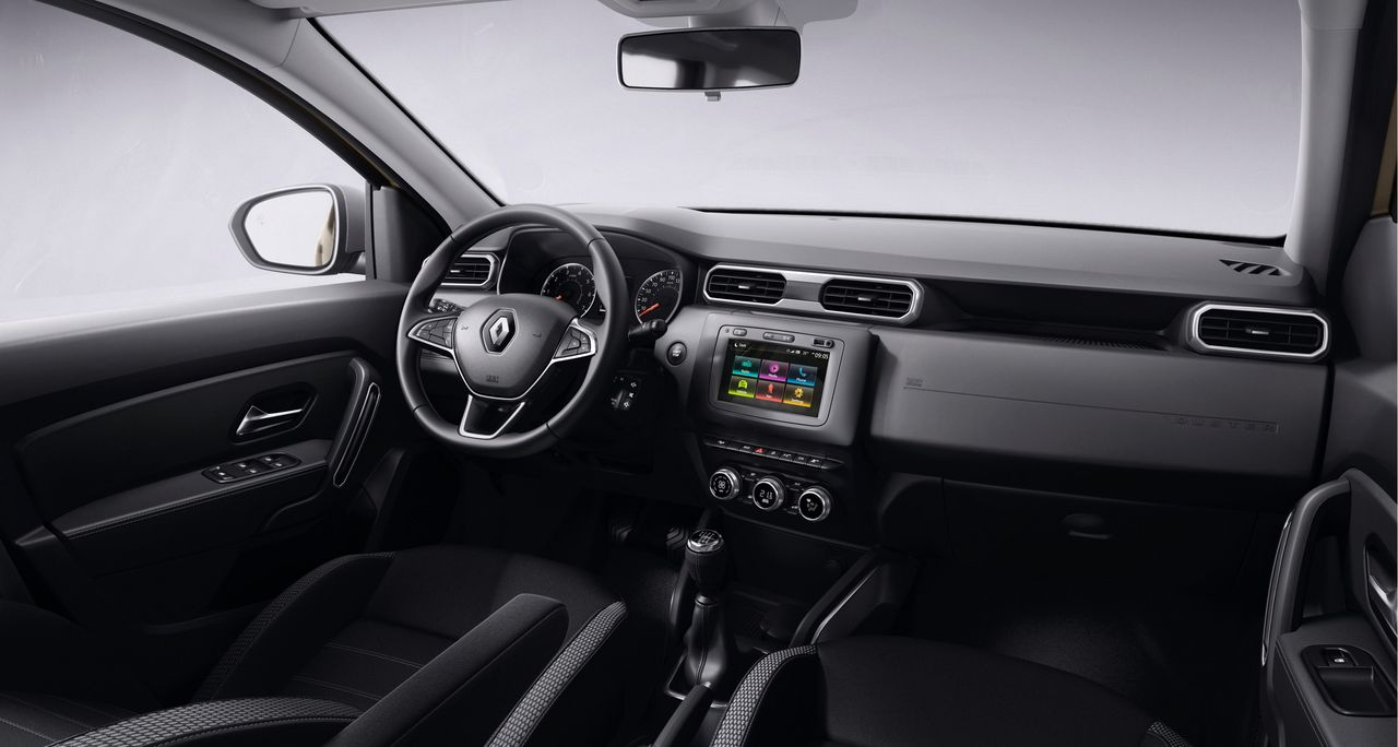 В интерьере нового Duster нет следов бюджетности, но мы уже привыкли к похожему оформлению на других моделях Renault