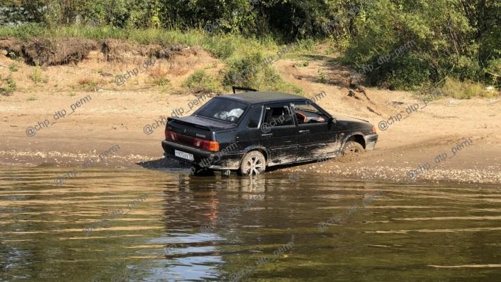 «У женщины множество переломов»: в Перми пьяный водитель на пляже сбил и переехал пенсионерку