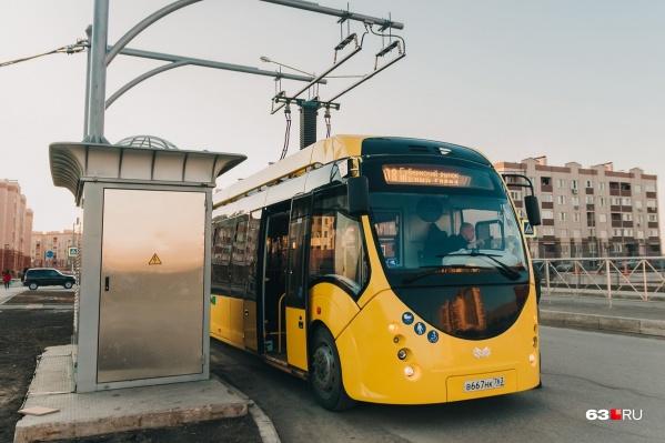 Электробус можно считать гибридом автобуса и троллейбуса