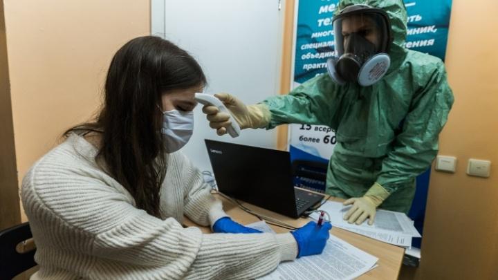 Врач отказывается брать тест на коронавирус. Законно ли это и что делать? Объясняем в пяти карточках