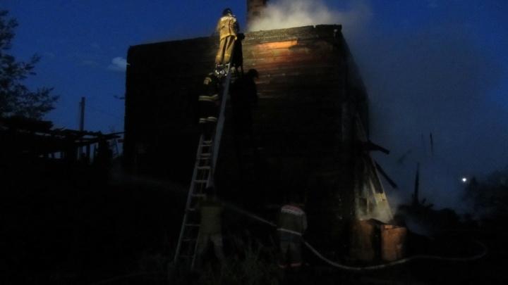 Два человека погибли в пожаре в многоквартирном доме