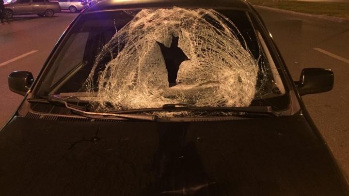 Пробил лобовое стекло: в Самарской области Lada насмерть сбила пешехода
