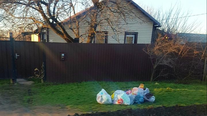 «По всему городу стоят мешки»: регоператор несколько дней не вывозит отходы в Волгоградской области