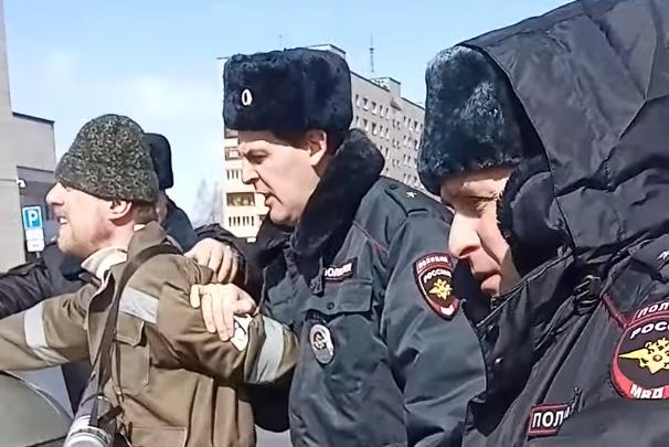 На площади Ленина составили пять протоколов на архангелогородцев, считающих себя гражданами СССР
