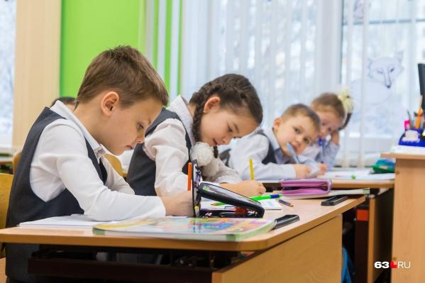 Школьникам младших классов разрешили заниматься в школе