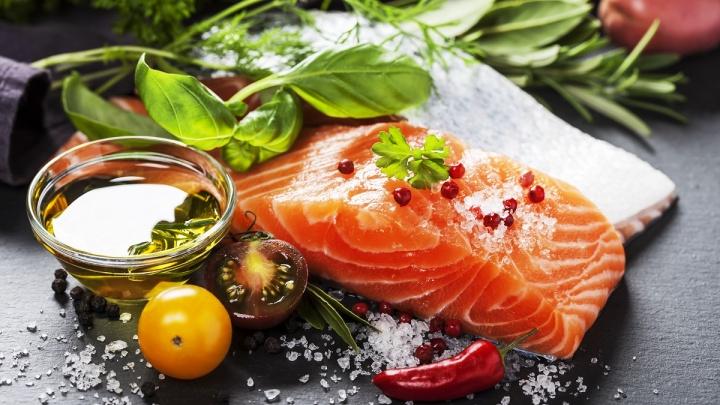 Всё для праздничного стола: в «Рыбном мире 55» продолжается предновогодняя распродажа