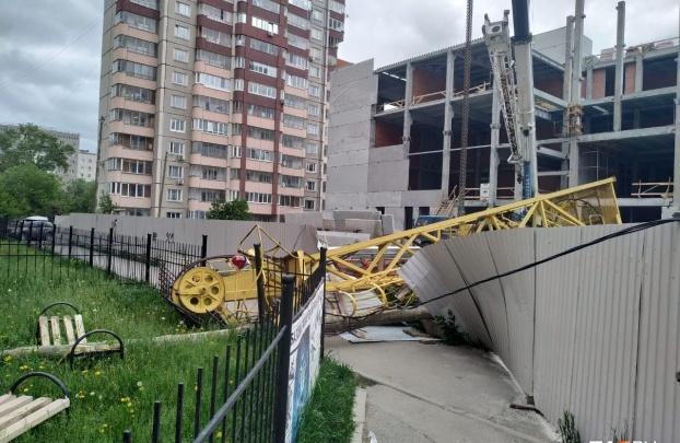 В Екатеринбурге погиб рабочий, сидевший в рухнувшем кране