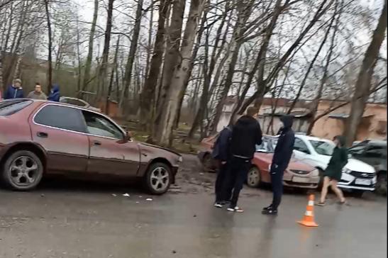 В Перми водитель без прав сбил пешехода и въехал в четыре машины. Видео