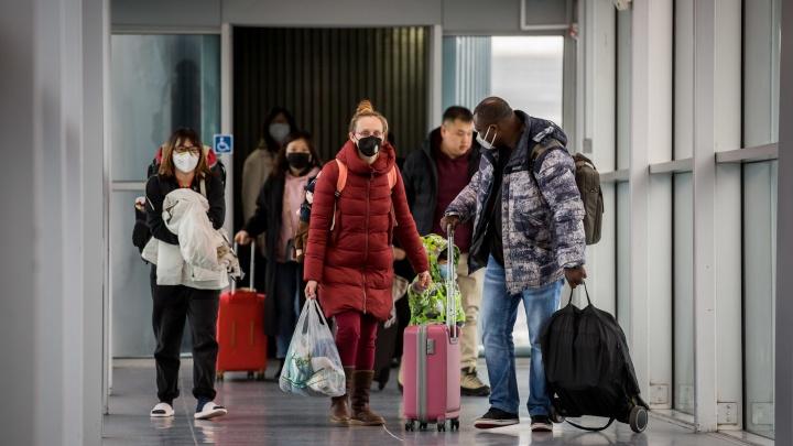 За красноярцами, прилетевшими из Вьетнама в Новосибирск, отправили самолет