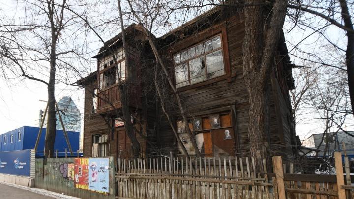 В УГМК рассказали, когда снесут старинный дом у ледовой арены