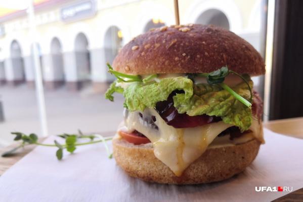 Так выглядитодин из вкуснейших бургеров в Уфе