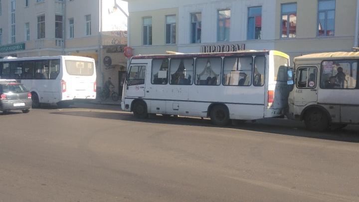 На Троицком проспекте столкнулись три автобуса. Есть пострадавшие