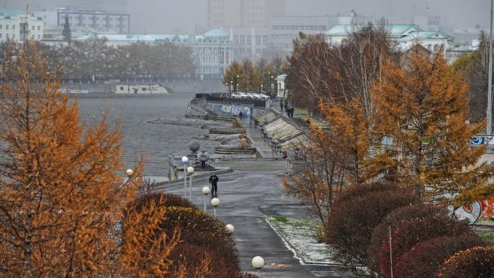 Зима пришла: смотрим на кадры заснеженного Екатеринбурга от читателей и фотографа E1.RU