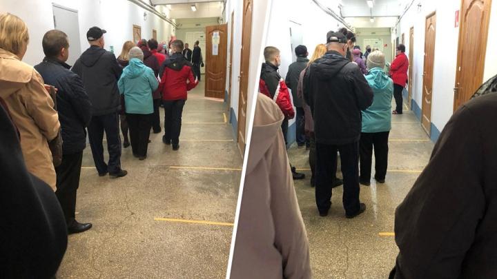 Самарцы выстроились в очереди из-за пополнения транспортных карт