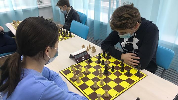 Цифровой ход конем: камера «Ростелекома» поймала в объектив первый в регионе онлайн-турнир по шахматам