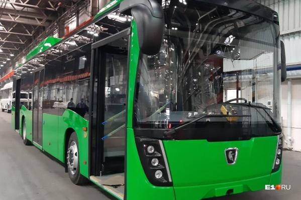 Первый автобус, собранный для Екатеринбурга. В традиционном для уральской столицы зеленом цвете