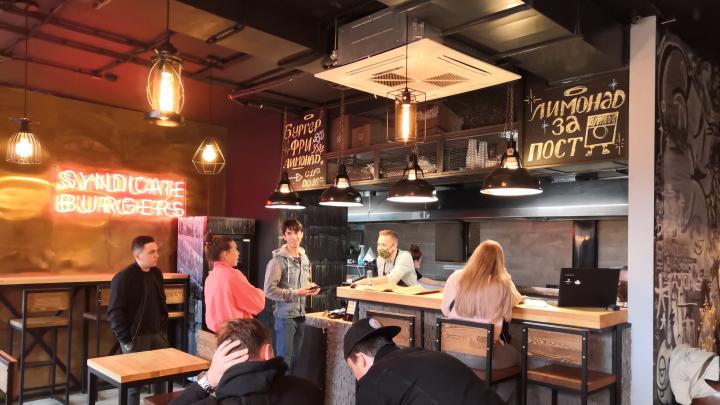 Бургеры без социальной дистанции: тестируем новое заведение из «Арт-квадрата»