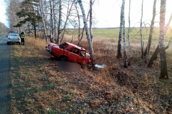 Почему автомобиль вылетел с дороги, выясняет следственно-оперативная группа