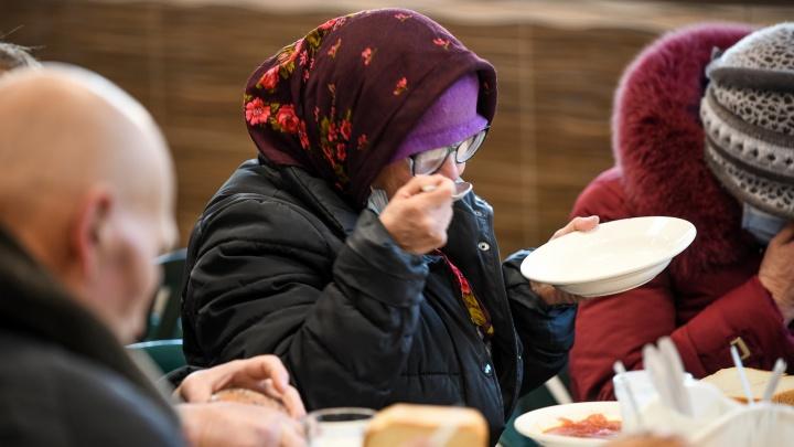 «Пенсия 13 тысяч, 10 тысяч уходит на лекарства». Екатеринбургские пенсионеры счастливы, несмотря на бедность