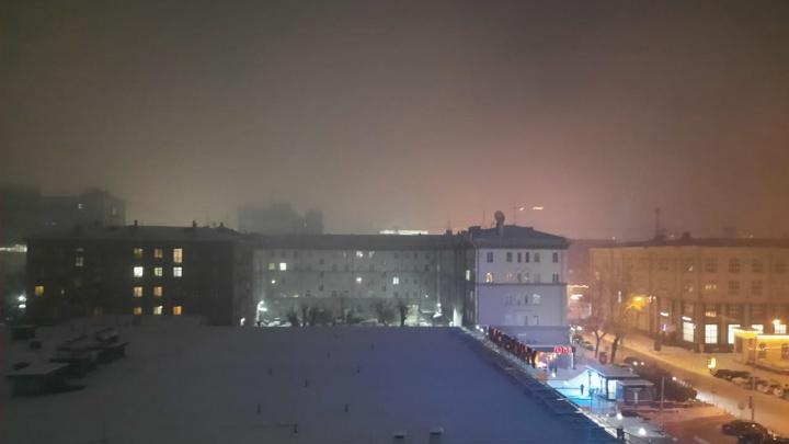 Новосибирск заволокла плотная дымка — 10 впечатляющих фотографий