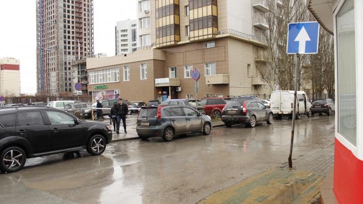 Новосибирские водители не боятся лишиться прав и ездят по встречке на односторонней улице — смотрим, где это