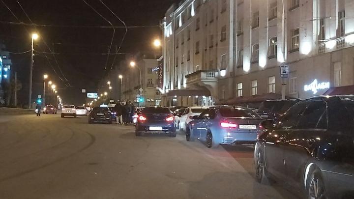 Екатеринбуржцы устроили опасный пятничный дрифт в центре города