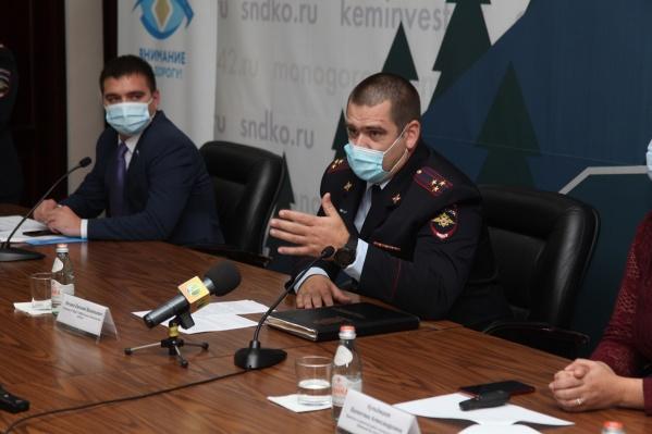 На фото начальник управления ГИБДД Кемеровской области Евгений Нечаев