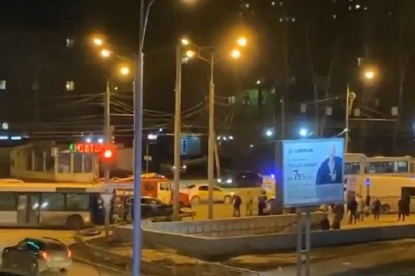 Автобус и «Приора» столкнулись на перекрестке