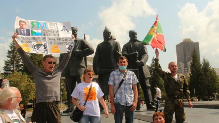На площадь Ленина вышли около сотни новосибирцев — здесь прошли два пикета и один митинг