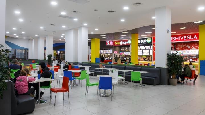 Маски, санитайзеры и бесконтактная оплата: торговые центры Волгограда под страхом закрытия усиливают контроль за покупателями