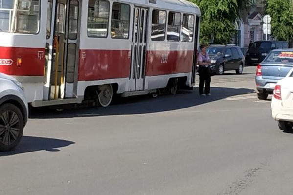 Движение трамваев остановилось на некоторое время