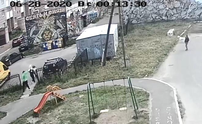 Архангелогородцу угрожал и обрызгал его из перцового баллончика неизвестный — момент попал на видео