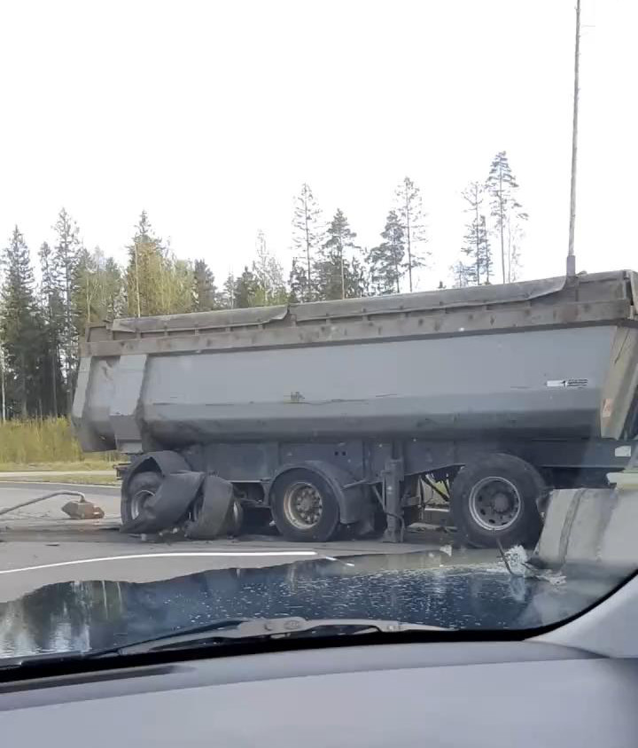 "Скриншот видео из группы&nbsp;<a href=""https://vk.com/wall-68471405_13214980"" target=""_blank"" class=""_"">«ДТП и ЧП   Санкт-Петербург»</a>"